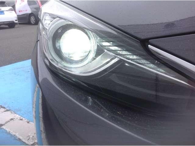 HIDライト&オートライト装着済み車、ハロゲンライトと比べるとより明るく、夜道の運転も安全運転。オートライト付でトンネルが連続するところで便利