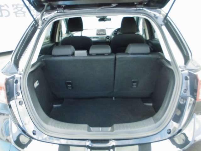 リアシート6:4分割シート装着済み車。シートアレンジ豊富で、使える一台。