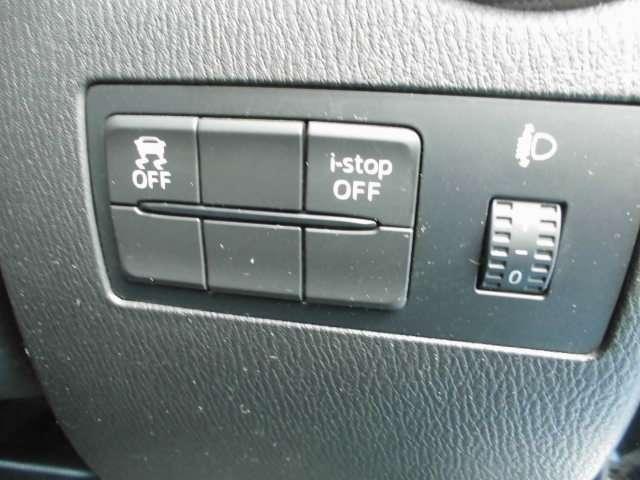アイドリングストップ装着済みで、燃費改善。&横滑り防止装置付きで、安全運転に貢献。
