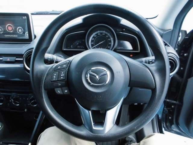 チルト&テレスコピックステアリング装着済み車:ハンドルの位置を上下&前後で調整できます。運転者にピッタリの位置調整できます。