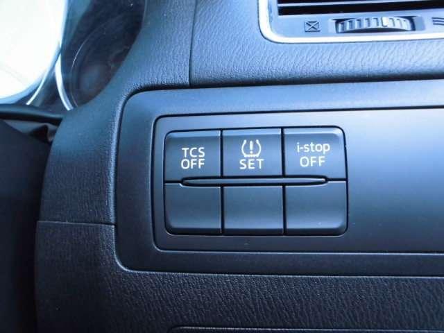 ■タイヤ空気圧警報システム装着でより安全に走行できます。&トラクションコントロールつき。さらに横滑り防止装置つきで安全走行に貢献します