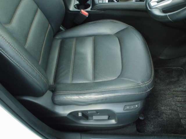 運転席&助手席パワーシート装着済みで、ぴったりの運転姿勢とれます
