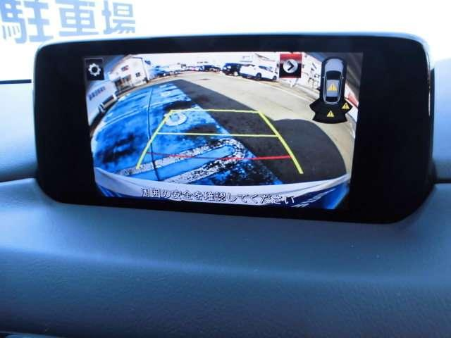 バックカメラは目では直接確認しづらいエリアの安全確認をサポート。自然なモニター映像で確認したいエリアの状況を把握しやすく、運転操作をサポートするモニターです