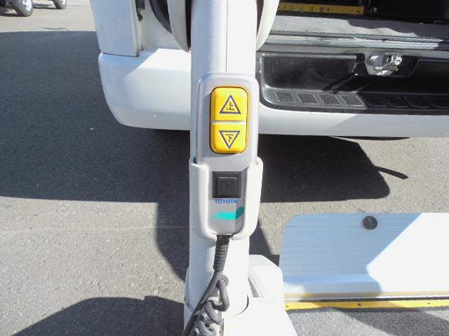 トヨタ ハイエースバン ウェルキャブ4WDサイドドア連動オートステップ