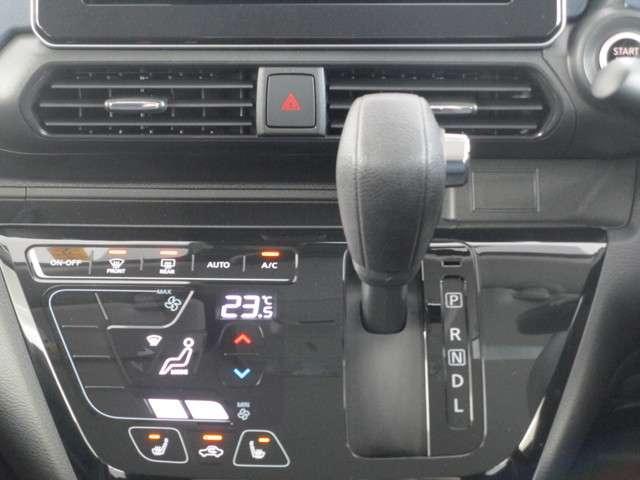 高さや角度にまでこだわる操作しやすいシフトレバー 前席シートヒーター フルオートエアコン
