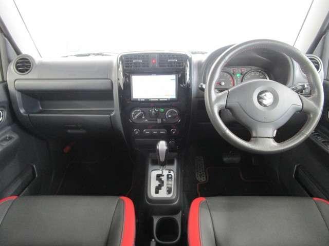 クロスアドベンチャー 660CC 軽自動車 ターボエンジン パ-トタイム4WD メモリーナビ ワンセグTV ハ-フレザーシート(本革調シートカバー) ルーフラック付き 寒冷地仕様 シートヒーター フロアマット ドアバイザー(6枚目)