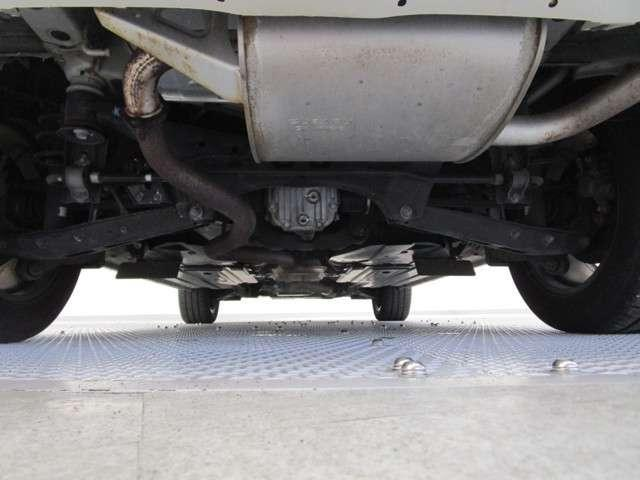 2.0i-L アイサイト 衝突被害軽減ブレーキ 車線逸脱警報システム HDDナビ DVD再生 運転席電動シート ワンオーナー クルーズコントロール スマートキー 前席シートヒーター 横滑り防止装置 ルーフレール フロアマット(12枚目)