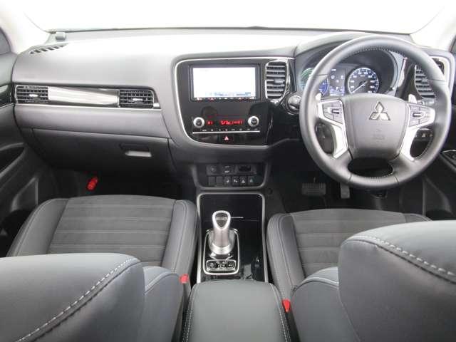 G 4WD試乗車/7.7型クラリオンナビ/後側方車両検知警報・レーンチェンジアシスト・後退時車両検知警報/AC100V電源1500W/禁煙/三菱リモートコントロール/残存率107%/車両状態評価書4.5点(6枚目)