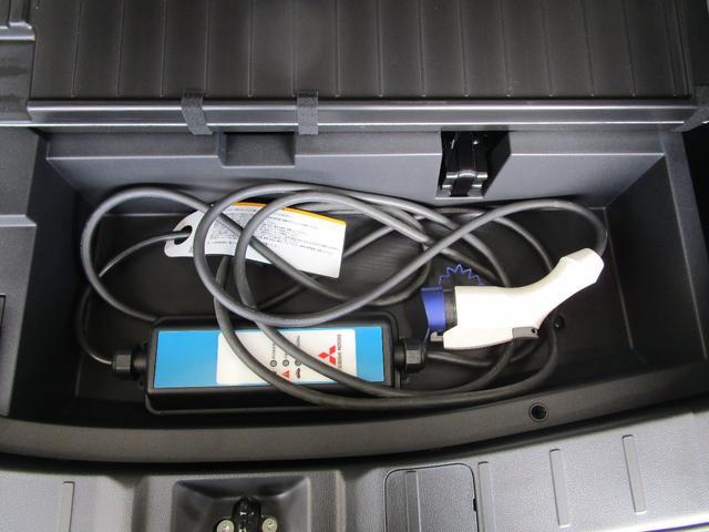 G 4WD試乗車/7.7型クラリオンナビ/後側方車両検知警報・レーンチェンジアシスト・後退時車両検知警報/AC100V電源1500W/禁煙/三菱リモートコントロール/残存率107%/車両状態評価書4.5点(35枚目)