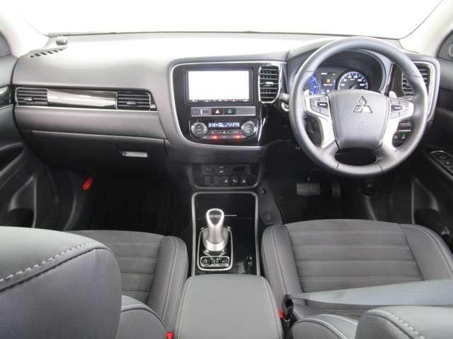 G /2.4L/AC100V1500W電源/7.7型ナビ全方位カメラ/禁煙車/後側方車両検知警報システム/衝突被害軽減ブレーキ/レーダークルーズコントロール/駆動用バッテリー残存率92.8%/パワーシート(6枚目)