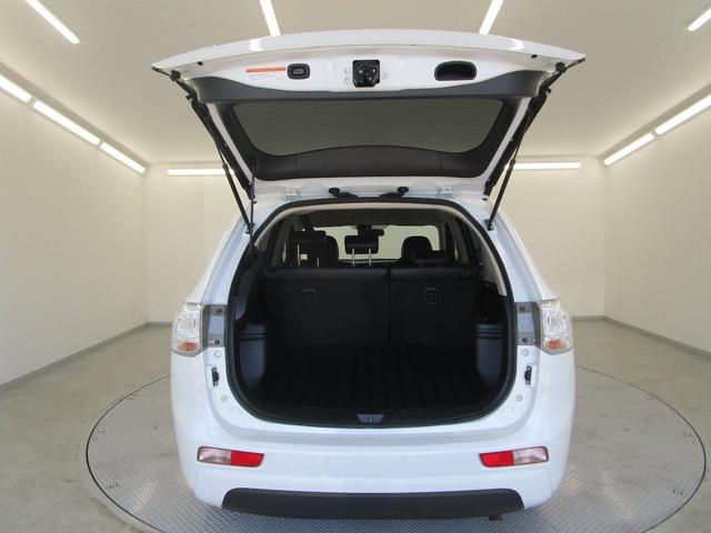 Gナビパッケージ プラグインハイブリッド/駆動用バッテリー残存率93.5%/三菱リモートコントロール/車両状態評価書4点/電動リヤゲート/前席シートヒーター/寒冷地仕様/急速充電対応/スマートキー/サイド&バックカメラ(28枚目)