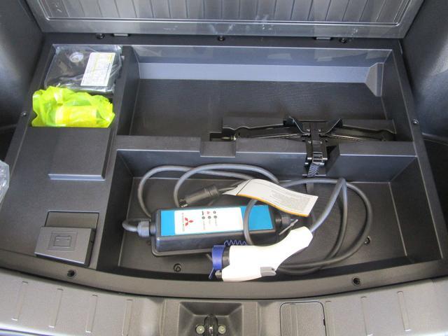 Gナビパッケージ プラグインハイブリッド/駆動用バッテリー残存率93.5%/三菱リモートコントロール/車両状態評価書4点/電動リヤゲート/前席シートヒーター/寒冷地仕様/急速充電対応/スマートキー/サイド&バックカメラ(58枚目)