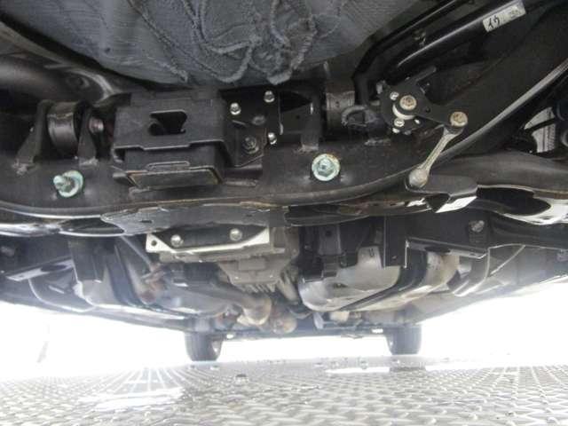 ハイウェイスターG /4WD/2.0Lガソリンエンジン/3列シート7人乗り/禁煙/両側電動スライドドア/パナソニックストラーダSDナビ/バックカメラ/キセノンヘッドライト&フォグランプ/スマートキー/プライバシーガラス(10枚目)