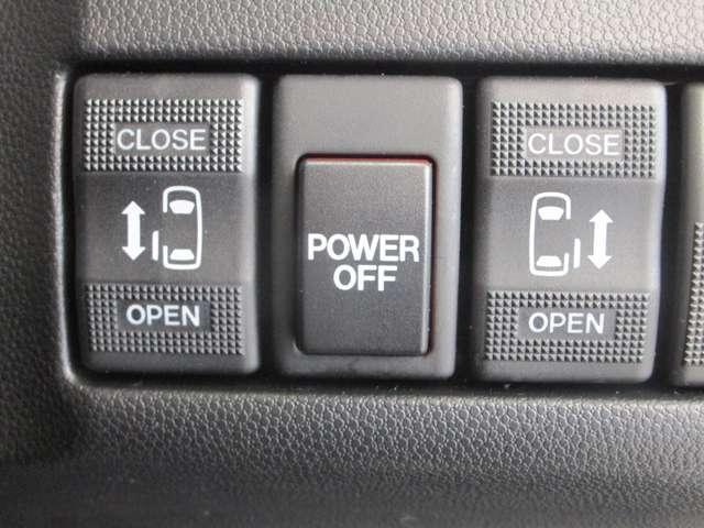 ハイウェイスターG /4WD/2.0Lガソリンエンジン/3列シート7人乗り/禁煙/両側電動スライドドア/パナソニックストラーダSDナビ/バックカメラ/キセノンヘッドライト&フォグランプ/スマートキー/プライバシーガラス(13枚目)