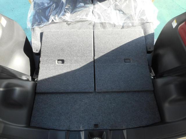 後部席を倒して広々な荷室!軽でも大きい荷物、積めます!!