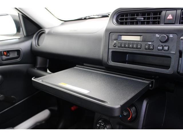 10kgまで載せられる収納式テーブル、車内での作業にも便利です!