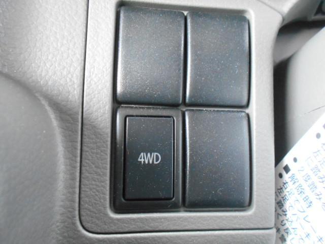 4WD切替スイッチ/燃費の向上につなげます。