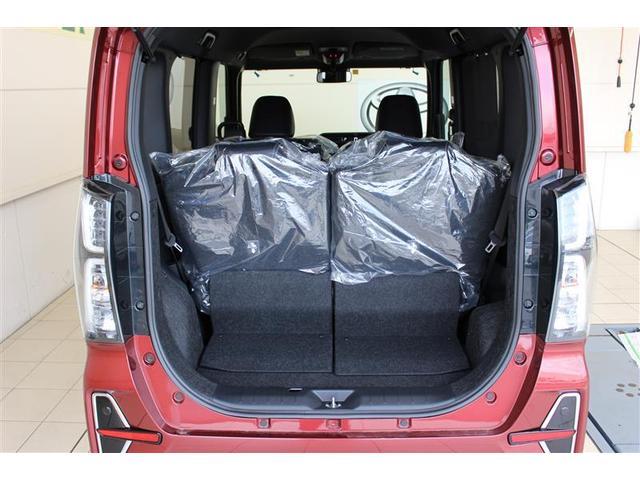 大きく開くバックドア、荷物の積み込みもラクラクです。