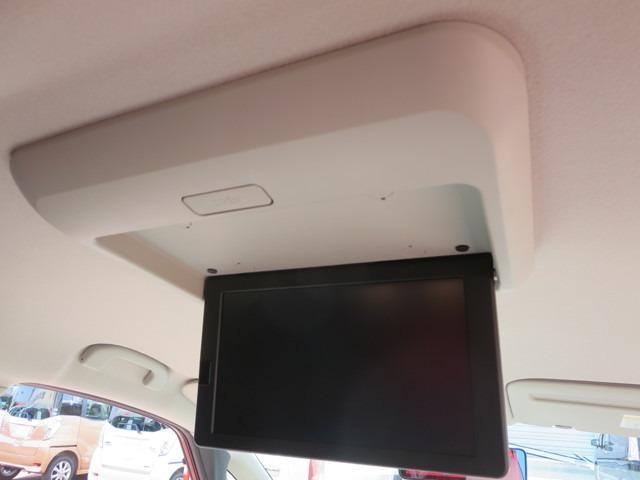 DVDやTVの映像が見れる後席モニター付き♪長時間ドライブもさらに快適になります!