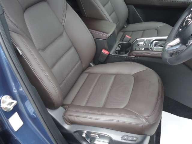 運転席シートはシートリフター機構付きなので自分に合ったベストポジションで運転ができます!