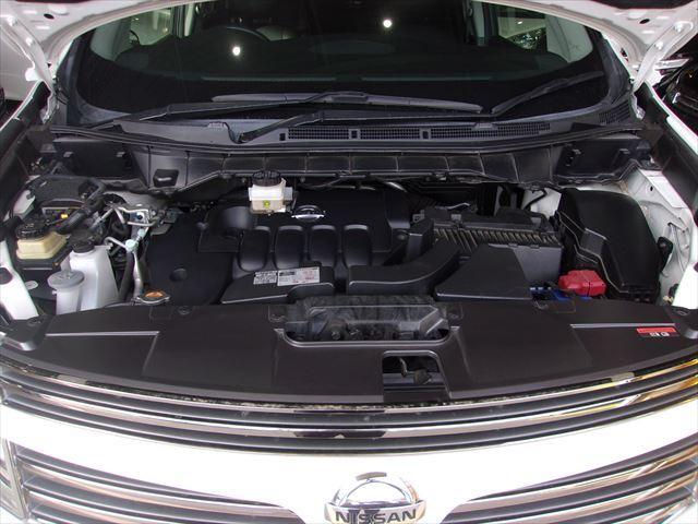 エンジンルームの汚れもキレイにクリーニング済!エンジンルームがキレイですと、不具合等の発見もしやすくコンディションのチェックや維持の面でとってもプラスです。