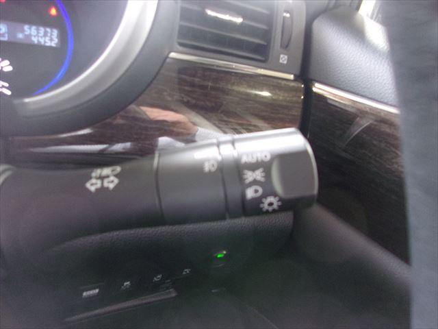 オートライト装備!暗くなったら自動で点灯するのはもちろん、トンネルを出た後の消し忘れの防止にも一役かってくれますよ。