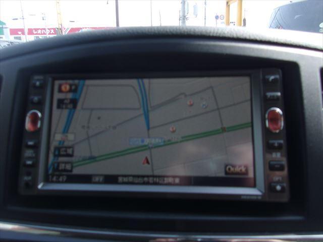 使い勝手に優れたSDナビ装備車両です!地図データの更新が自宅のパソコンで可能ので、新しい道路が出来た知らない土地でも安心快適にドライブ出来ますネ♪独自ローン有ります!0120-33-1190♪