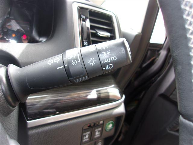 明るさを感知して自動でライトを点灯してくれるオートライト装備車両です。薄暗い時間帯やトンネルなどでの点消灯忘れの防止に役立つ快適で便利な装備ですヨ☆