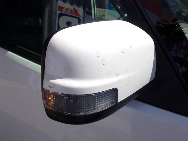 ドアミラーウィンカー付♪見た目もいいんですが、周りの車にウィンカー&ハザードをアピールする安全装備でもあります。歩行者からも見やすく、右左折時の事故防止にも役立ちます!