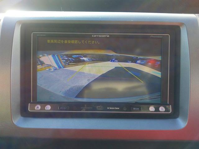 狭い場所でしっかりサポートしてくれるバックカメラ付☆目視では見えずらい所もしっかり確認できますのでギリギリの駐車でも安心して運転できますね♪