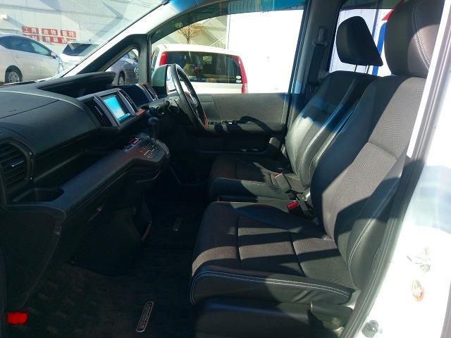 1列目シートの画像になります。広々とした空間と乗り心地の良いシートで快適なドライブ間違いナシです♪