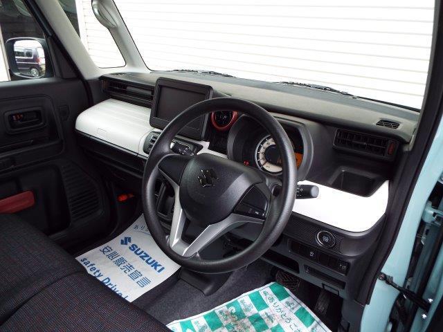 運転しながらでも確認のしやすい大きくてシンプルなメーター!便利な収納スペース、ドリンクホルダーも完備しております!