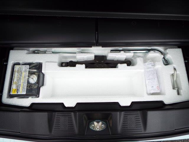 パンク時にも安心のパンク修理キッド付き!車載工具も完備しております!