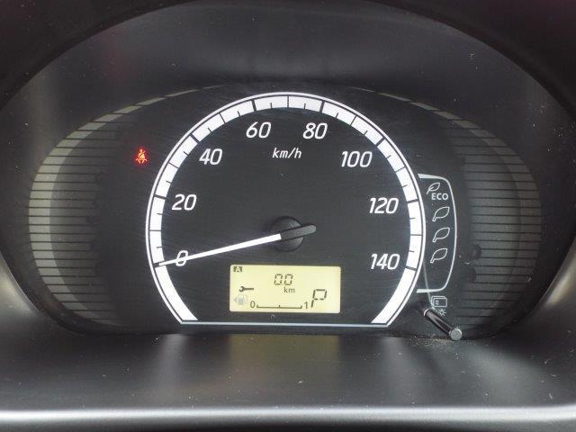 メーターには瞬間、平均燃費が表示されますので常にエコドライブが心掛け出来ます!便利な収納スペース、ドリンクホルダーも完備しております!