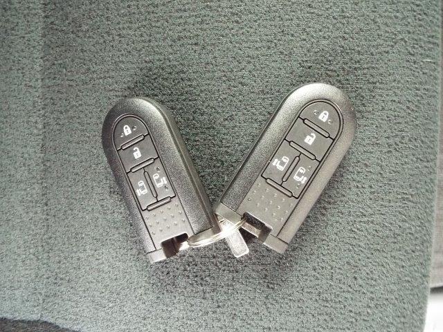便利なリモコンキー付き!リモコンキーをお持ちであればボタン一つで簡単にエンジンのスタート・ストップや鍵の開け閉めが簡単にできます!