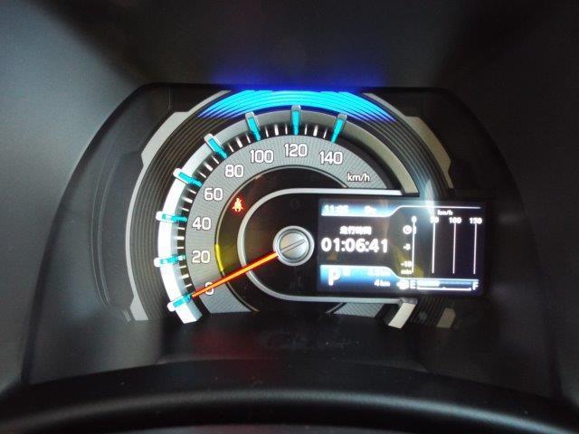 平均燃費やエコスコア付きメーターで低燃費走行に役立ちます!ドリンクホルダーや収納スペースもしっかりあり機能性良好です!