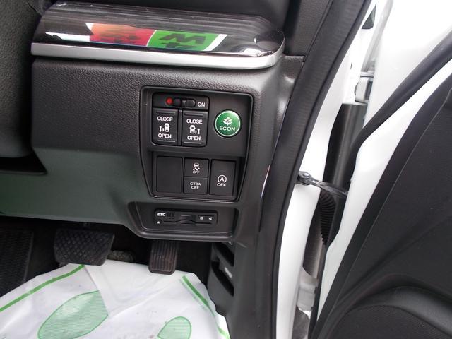 アブソルート 純正インターナビTV リアカメラ LEDヘッドライト フォグライト 後席モニター 両側パワースライドドア スマートキー 純正17インチアルミホイル 4WD(12枚目)