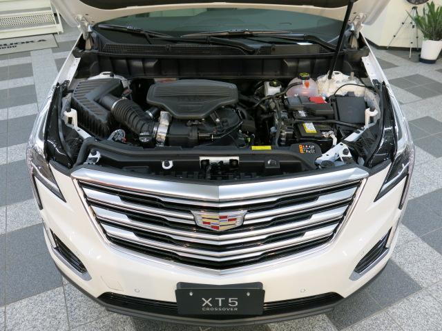 パワー、効率、洗練性を高次元で融合したエンジンは、あらゆるシーンでドライビングを堪能していただけます。