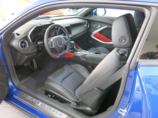 外装はプロがポリッシング済。鏡のような表面は中古車の域を逸脱しております。是非お客様の厳しい目でご確認下さい。
