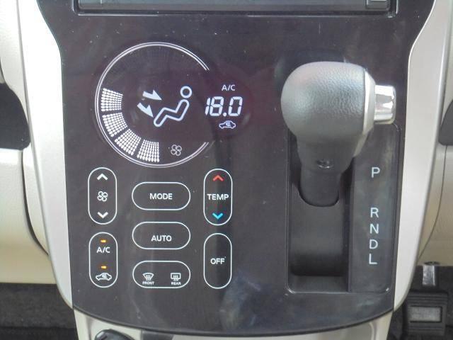 タッチパネル式のオートエアコンです!温度設定しておくと、自動で風量調節してくれるんです!!タッチパネルの良さは見た目だけじゃなく、お掃除もサッと拭くだけなのでラクチンです