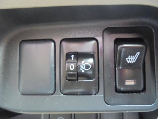 スイッチONで冬の始動時もすぐに暖かく。運転席ヒーター付シートです。