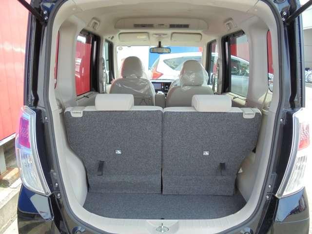 ラゲッジは十分な収納量を確保!リヤシートスライドやフルフラット機能など大きめな荷物も置けますよ。