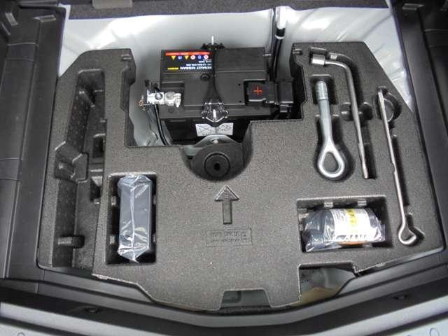 ラゲッジルーム下の車載工具