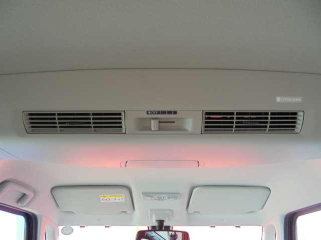 ルーフに取り付けたファンで、風を後席にも送風!空気を効率的に循環させることで、室内空間の温度を均一に保ちます!