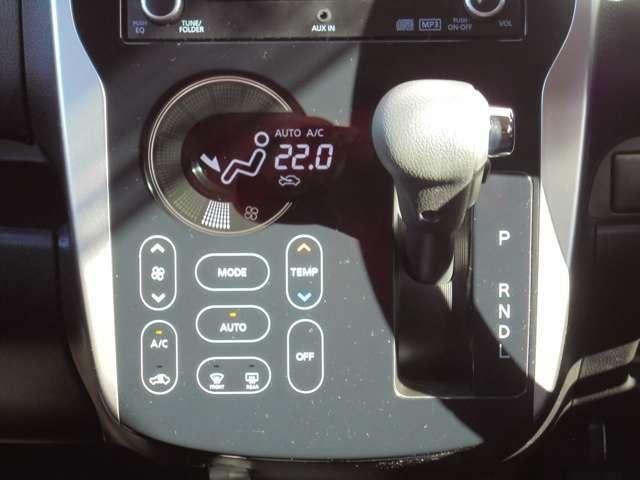 タッチパネル式のオートエアコンです!温度設定しておくと、自動で風量調節してくれるんです!!タッチパネルの良さは見た目だけじゃなく、お掃除もサッと拭くだけなのでラクチンです!