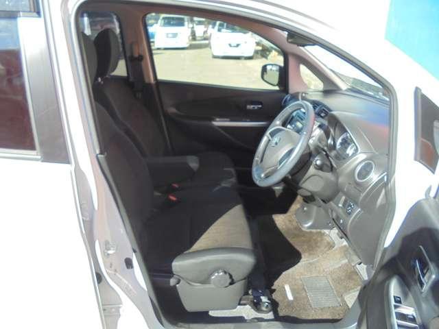 視界が広く、収納スペースが何箇所も有り、使いやすい運転席!
