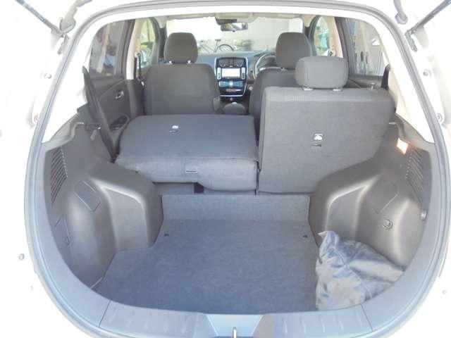 リヤシートは、分割して倒せるので、乗員や荷物に合わせてアレンジ可能です