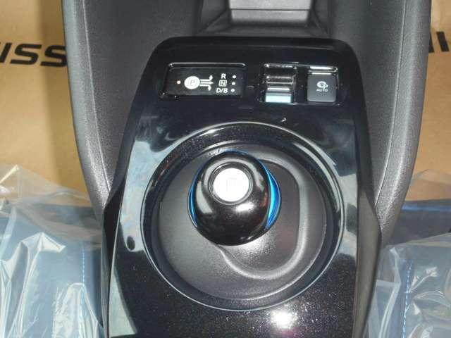 電気自動車専用シフトです。