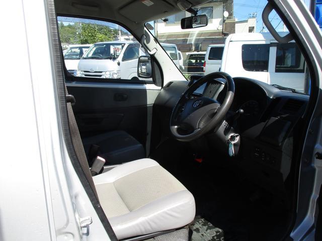 GL 4WD 5ドア  社外TVナビ パワーウィンドウ エアコン パワステ キーレス(16枚目)