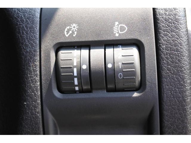 2.0i-L ナビゲーション Rカメラ ETC フロントフォグランプ ドアバイザー シートリフター ECOモード 左右独立エアコン 横滑り防止装置 ショッピングフック 3列シート(13枚目)